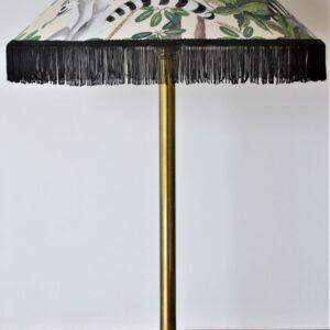 très grande lampe à poser de table modèle unique tripode en laiton abat-jour tissu motif jungle franges